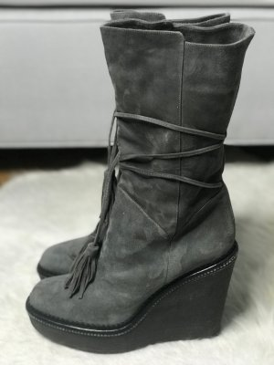 Yves Saint Laurent Wedge Boots Suede mit Quasten