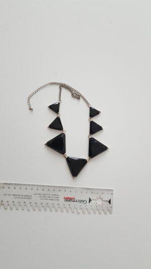 Zackenkette, schwarze Dreiecke