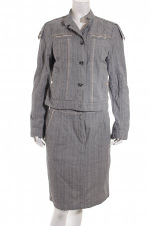 zaffiri Kostüm hellgrau Street-Fashion-Look