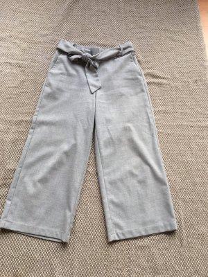 Zara Trafaluc Pantalone a 3/4 grigio chiaro