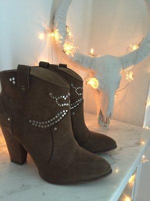 Zara Ankle Boots mit Nietenverzierung
