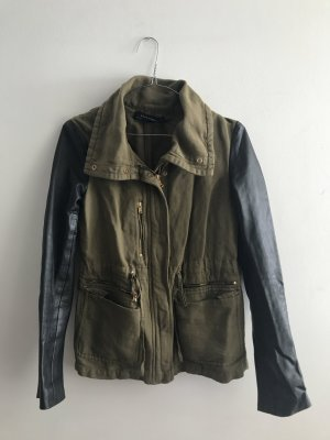 Zara Army Jacket mit Lederärmeln