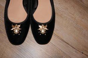 Zara Ballerinas Samt schwarz mit Käfer Perle + gold Miniabsatz Gr. 40