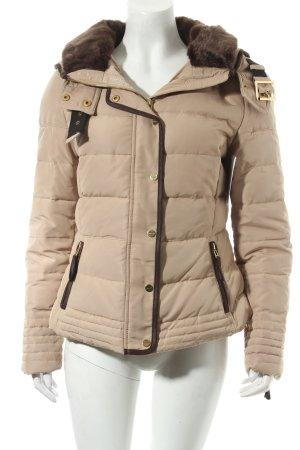 Zara Basic Kurzjacke beige Street-Fashion-Look
