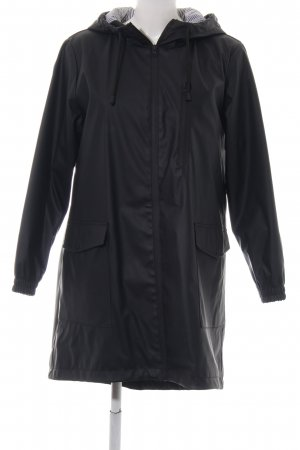 Zara Basic Chubasquero negro look casual