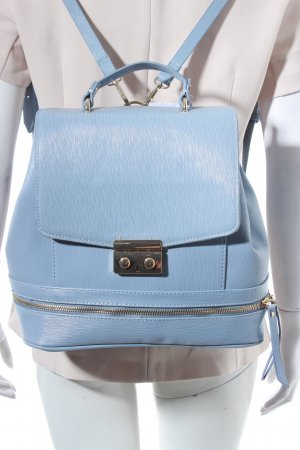 Zara Basic Rucksack himmelblau Street-Fashion-Look