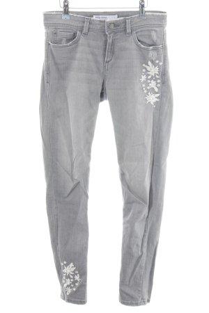 Zara Basic Skinny Jeans hellgrau-weiß Street-Fashion-Look