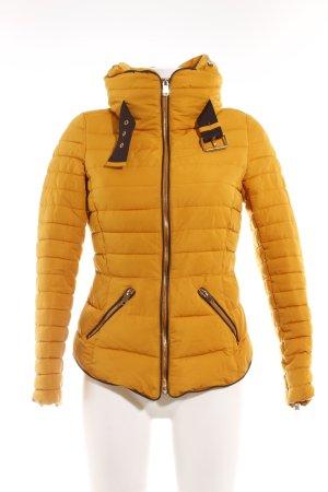 Zara Basic Steppjacke goldorange Steppmuster Casual-Look