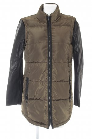Zara Basic Winterjacke khaki-schwarz Casual-Look