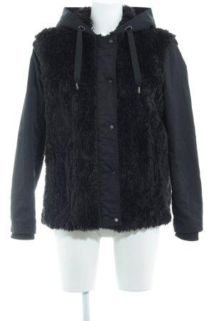 Zara Basic Winterjacke schwarz Animalmuster Street-Fashion-Look