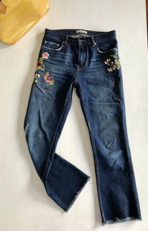 ZARA bestickte Jeans Blumen Stickerei  offener Saum 34