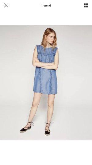 Zara Blogger Jeanskleid mit Rüschen
