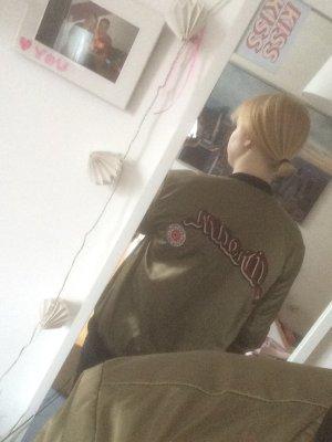 Zara Bomberjacke mit Patches Trend