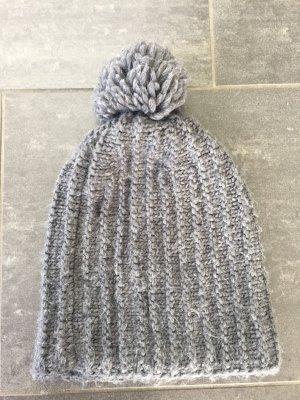 Zara Chapeau en tricot gris foncé