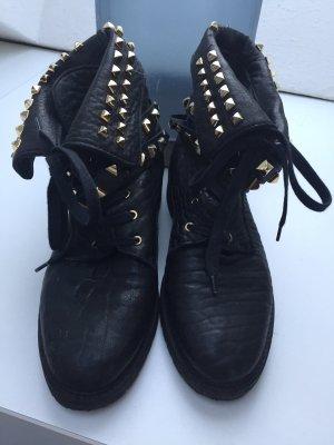 Zara Boots Schuhe Stiefel Nieten schwarz