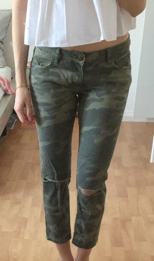 Zara Camouflage Jeans mit Löchern