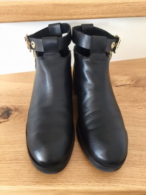 Zara Basic Chelsea Boots black leather