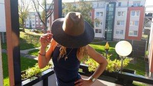 Zara Chapeau en feutre gris-chameau