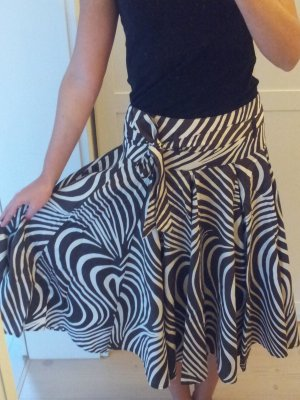 Zara Faltenrock mit schönem Muster