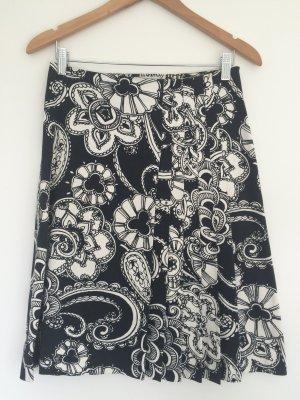 ZARA Faltenrock, schwarz-weißer Blumendruck
