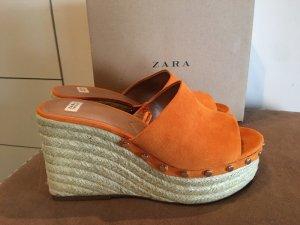 Zara Heels Keilabsatz Sandalen Wedges Platform Plateau senfgelb orange Nieten Bast