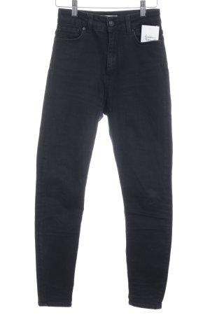 Zara High Waist Jeans schwarz Street-Fashion-Look