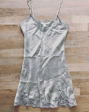 Zara Negligé color plata-gris claro