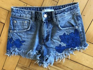 Zara Hot Pants mit Blumenapplikation
