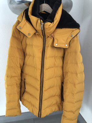 Zara Chaqueta de plumón amarillo pálido