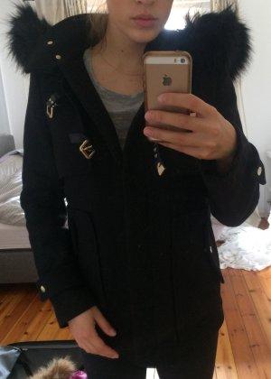 ZARA Jacke / Mantel mit Fakefellkragen