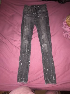 Zara jeans Farbkleckse blogger grau weiß
