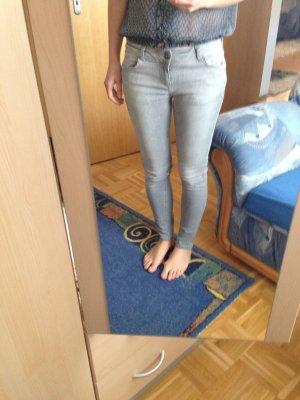 Zara Jeans hellgrau Gr. 36