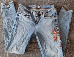 Zara Jeans Hose mit Blumen boohoo