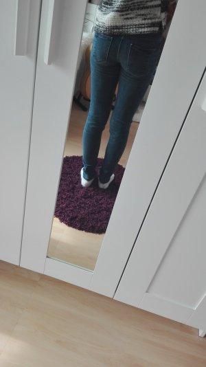 Zara Jeans in 32 und top Zustand