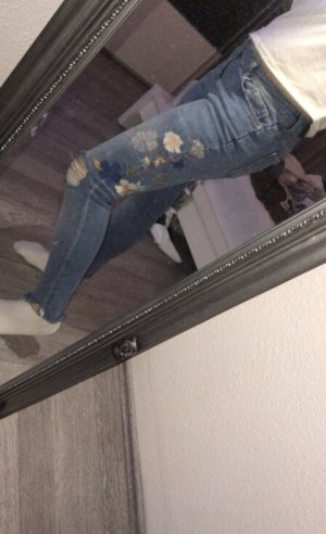 Zara Jeans mit Applikationen
