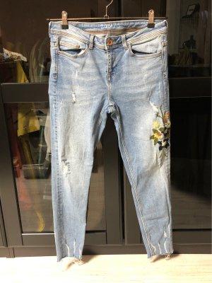 Zara Jeans mit Blumenmuster