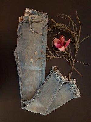 Zara Jeans mit Fransen am Saum - NEU