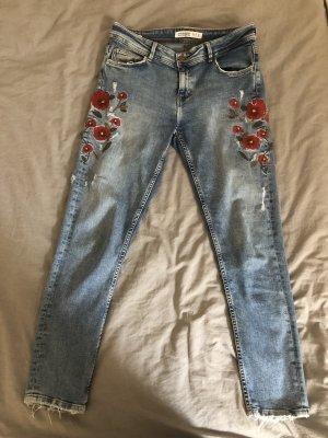 Zara Jeans mit Stickerei