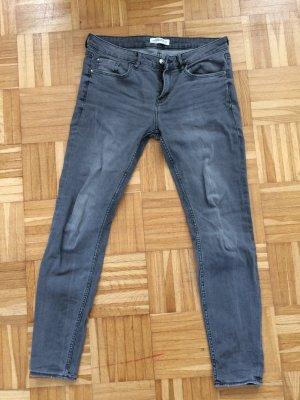 Zara Jeans mittelhoher Bund skinny grau 38