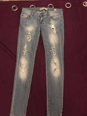 Zara Jeans zerrissen