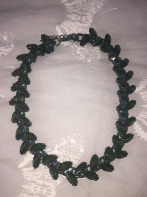Zara Kette mit grünen Steinen
