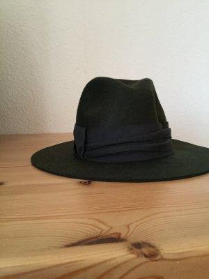 ZARA Khaki Hut mit khaki detail