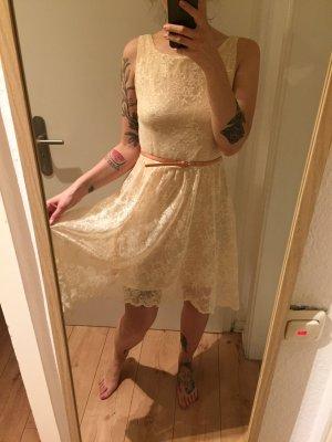 Zara Kleid aus Spitze nude mit Gürtel Gr. M/38