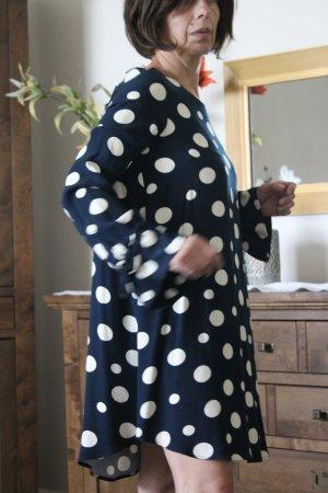 Zara Vestido estilo flounce azul oscuro-blanco puro Viscosa