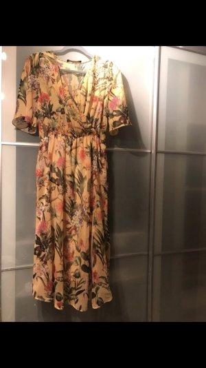 Zara Kleid Blumenmuster Gr. S