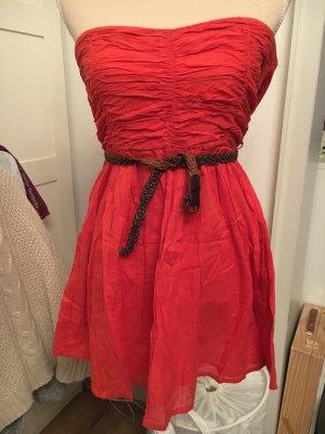 Zara Kleid in Rot mit Gürtel