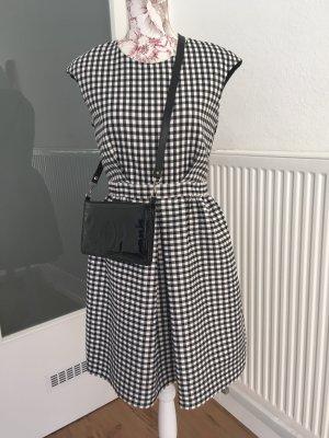 Zara Basic Kleider günstig kaufen | Second Hand ...