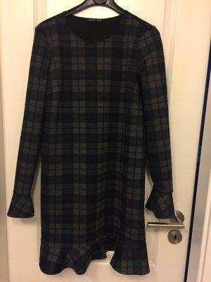 Zara Kleid karos und Volants ausverkauft