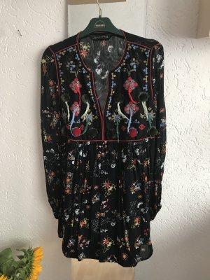 Zara Kleid mit Bommeln und Blumenmuster