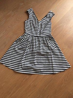 Zara Kleid mit Taschen, Gr.S, knielang, ungetragen!